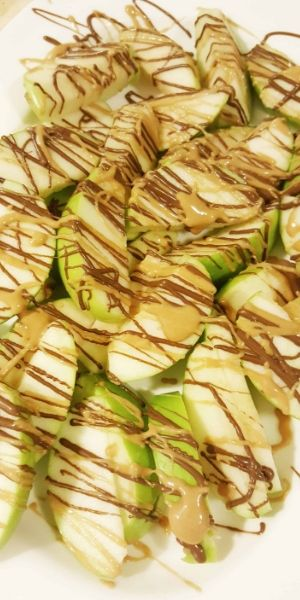 Apple Nachos with Peanut Butter and Nutella topping