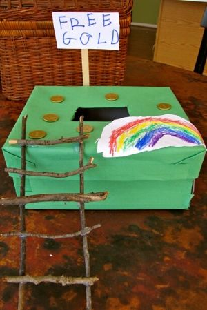 Simple shoe box leprechaun trap