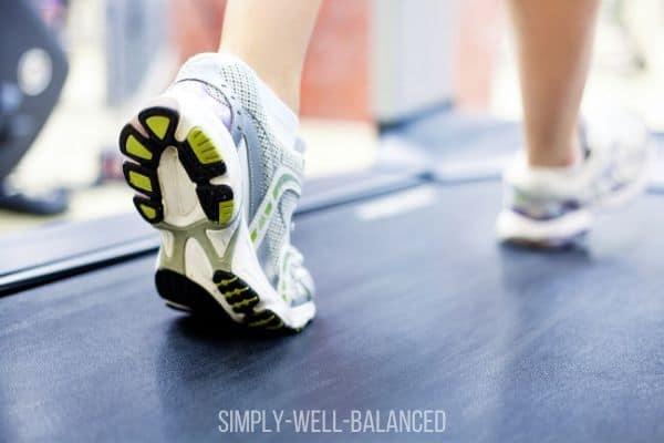 Feet walking on treadmill: beginner treadmill workout